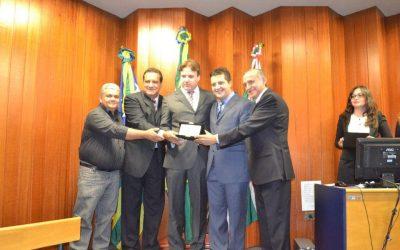Dr. Eduardo recebe homenagem da Câmara Municipal de Goiânia